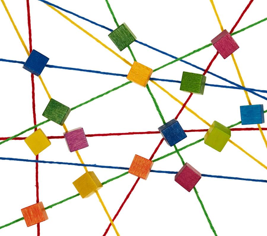 Bild: Netz aus bunten Fäden