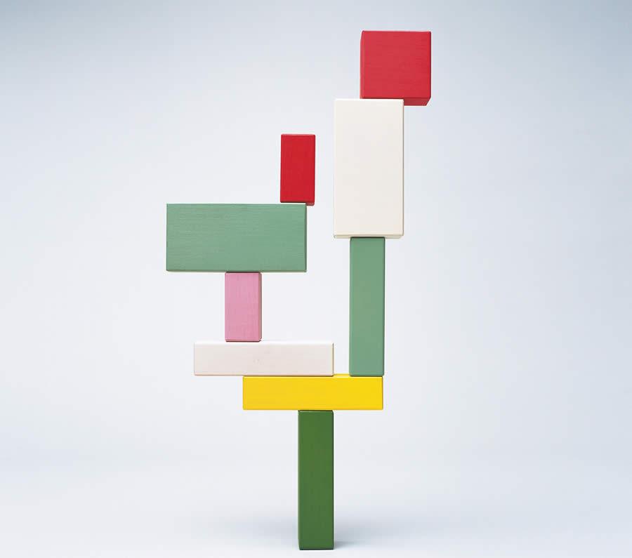 Bild: Turm aus farbigen Bauklötzen