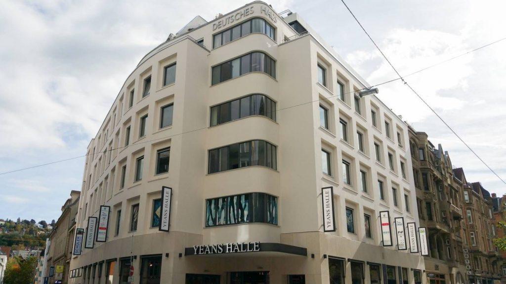 Bild: neugestaltete, gerüstfreie Außenfassade des Gebäudes, in dem sich KISS Stuttgart befindet