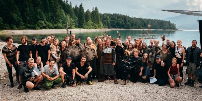 Bild: Foto mit allen beteiligten vom Filmdreh des Wikingerspots