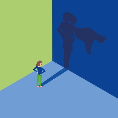 Bild: Frau steht vor Wand, ihr Schatten ist eine Superheldin