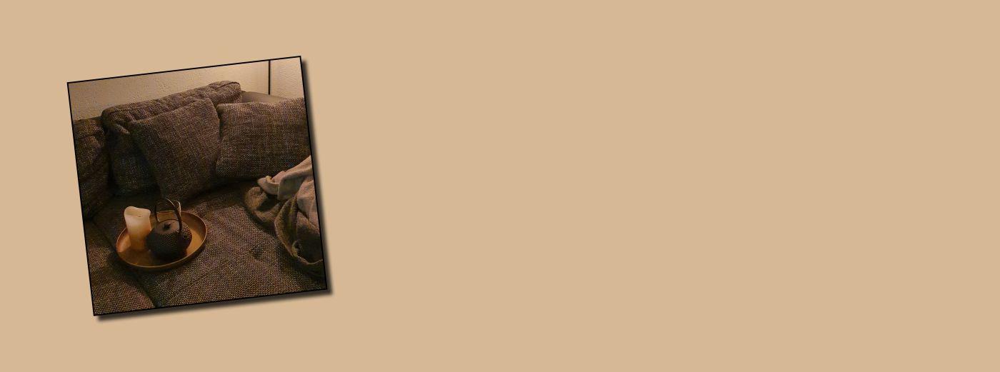 Bild: Banner Sofa mit Tee